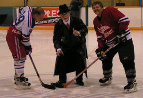 Don Cherry drops puck to start 2004 Championship game